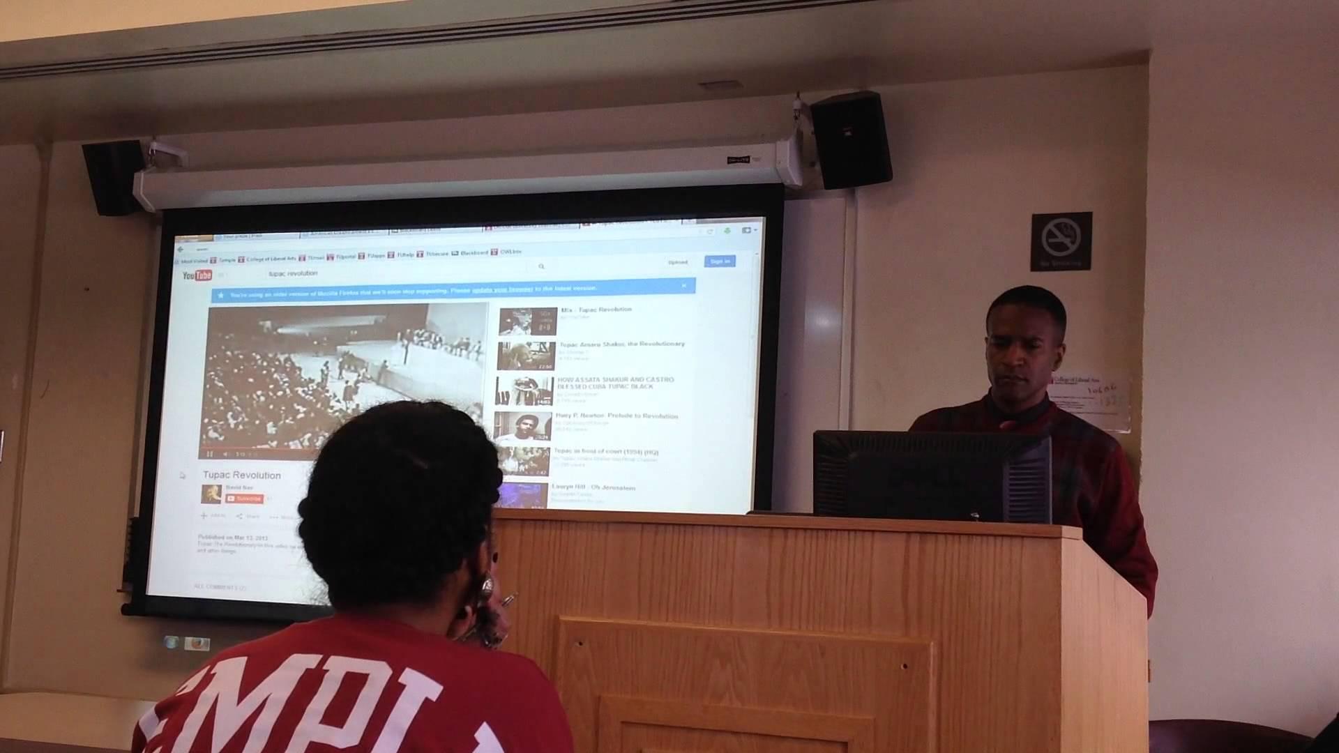 Professor Aaron Smith Incorporates Rap into the Classroom
